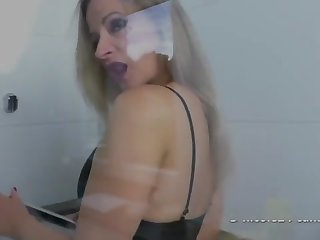 Nicole great Footjob in the Shower