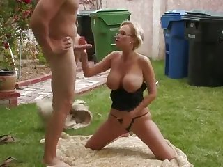 Dirty mature wife only thinks about anal fucking outdoor