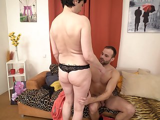 Mature short haired amateur Gysela fucked missionary by a younger guy