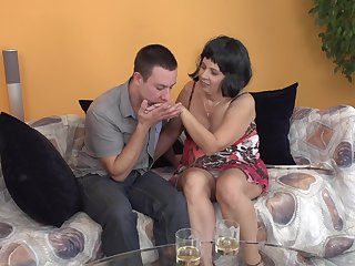 AMateur brunette mature MILF Kisha gets her feet licked before a fuck