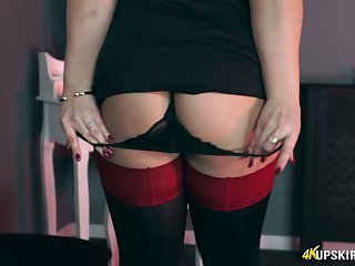Mouth watering hottie Ashley Rider is toying her insatiable anal hole
