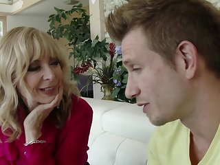 Nina Hartley Seduces Big-Dicked Dreamboat