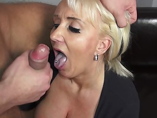 Mature amateur lady Kitty Wilder knows how to take care of a cock