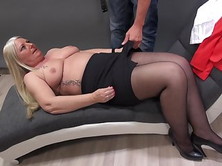 Mature Rosella strips down for her photographer and gets fucked