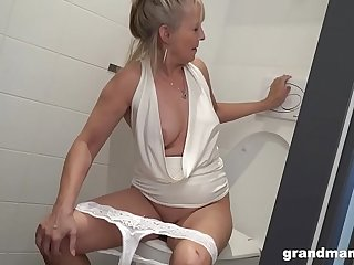 Mature blonde whore pegs a guy before getting slammed
