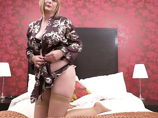 Luscious mature woman April can't control her sex-hungry twat anymore