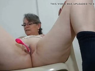 horny milf has her first vibrator on cam in her pussy