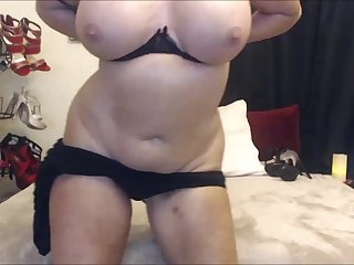 My hot mature girlfriend is one fucking hot slut and she looks so fucking hot
