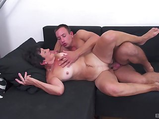 Mature enjoys young nephew fucking her like in the movies