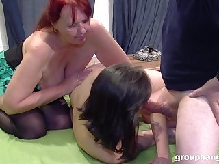 Mature mom loves seeing her niece fucking like that