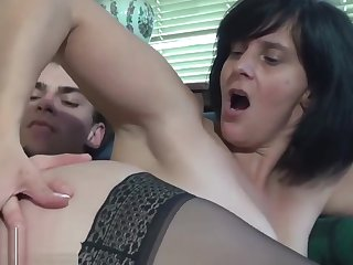 French mature fuck with gardener at home