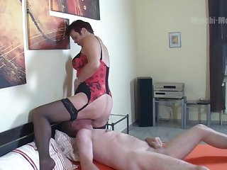 Mature woman loves to sit on men's faces and she's got sexy wide hips