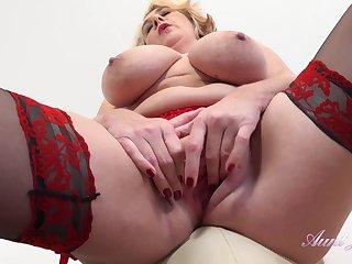 Big ass mature mom in stockings masturbating solo - big tits