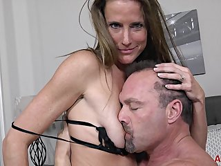 Brunette MILF Sofia Valentine gets screwed on the bed