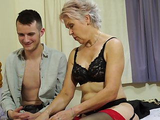 Amateur mature granny Lady Sextaxy teaches an younger dude about sex