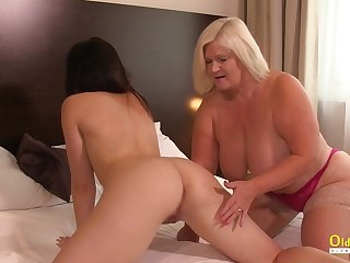 OldNannY British Mature Licking Lesbian Girlfriend