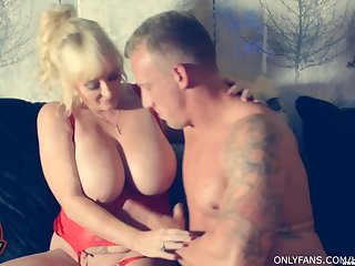 Mature blonde Wendy Leigh drops on her knees to make his dick hard