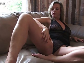 Hot Housewife Playing With Herself - MatureNL