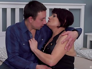 Chubby mature Attilane opens her legs to be fucked balls deep