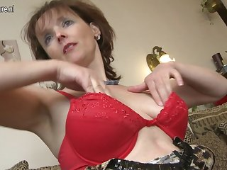 Naughty Housewife Playing With Her Pussy - MatureNL