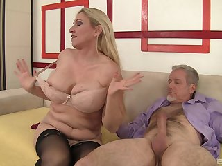 Hardcore fucking between an old guy with a large dick and MILF Carla