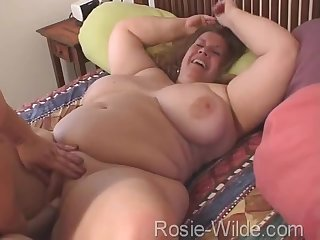 Rosie Wilde And Curvy Sharon