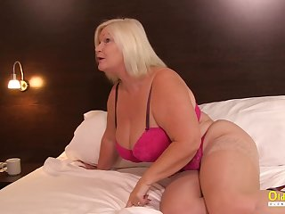 Matures nearly fights each other before seductive lesbian playtime