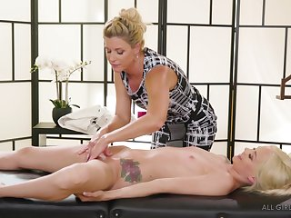 Lesbian MILF India Summer gives Elsa Jean a pussy added to tits rub down