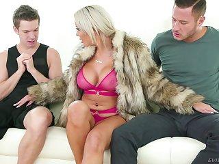 Cock hungry MILF Nina Elle gets a succulent double facial