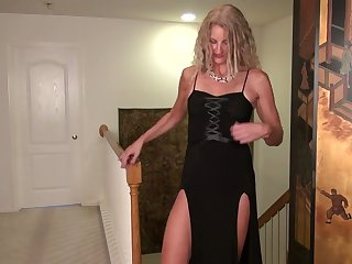 Stunning cougar Zoe Marks is masturbating her muff on the floor