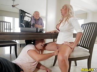 Blonde washes the places on her knees with dick in her mouth