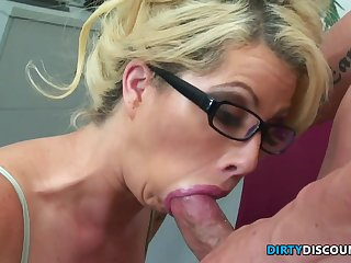 Pussylick Mother I´d Like To Fuck Secretary Rides Bosses Knob - FUCK MOVIE