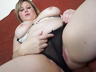 Chubby blonde mature amateur Laura L. stuffs her pussy with a dildo