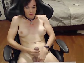Mature tranny jerks dick webcam
