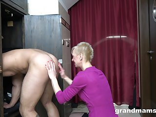 After a blowjob blonde mature wants to lick her friend's ass for the best cum