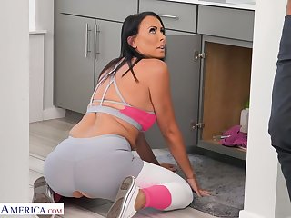 Bosomy sporty brunette Reagan Foxx gets her slit stretched missionary