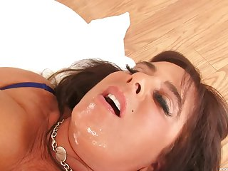 Busty mature Cassidy Eve is the real master of memorable fuck with a guy