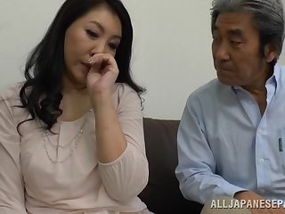 Beautiful Japanese milf gets her pussy pleased by a friend's vibrator